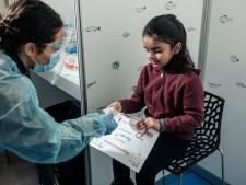 Flexibeler wattenstaafje bij testbalie voor kinderen: 'Ik vond het leuk'