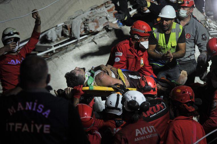 IZMIR De beving met een kracht van 6,6 op de schaal van Richter deed zich voor in de Egeïsche Zee op een diepte van 16,5 kilometer. Beeld Getty Images