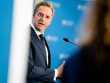 Minister Hugo de Jonge: drukte bij teststraten blijft 'nog wel enkele weken'