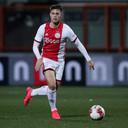 Kik Pierie in actie namens Jong Ajax.