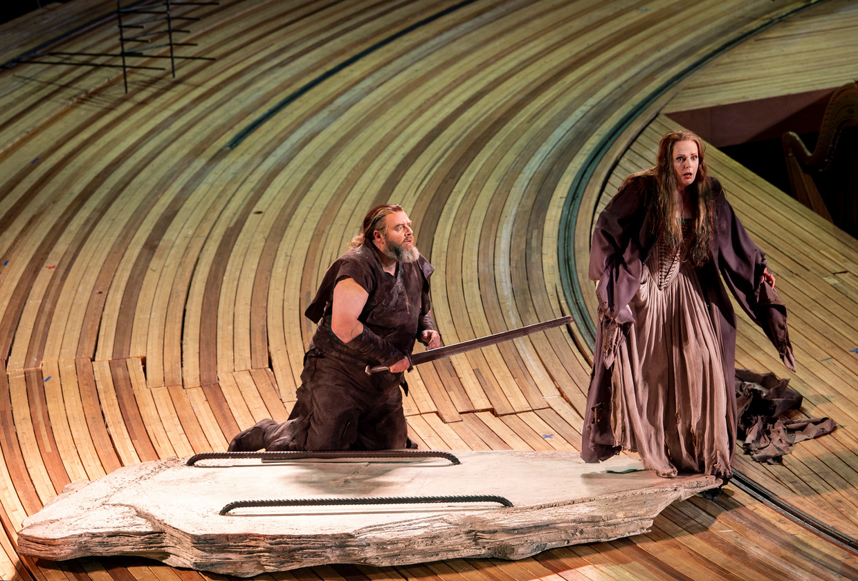 Michael König en Eva-Maria Westbroek in Die Walküre.