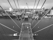 Ongepolijst Rotterdam in jaren 90 schittert in eerlijk zwart-wit