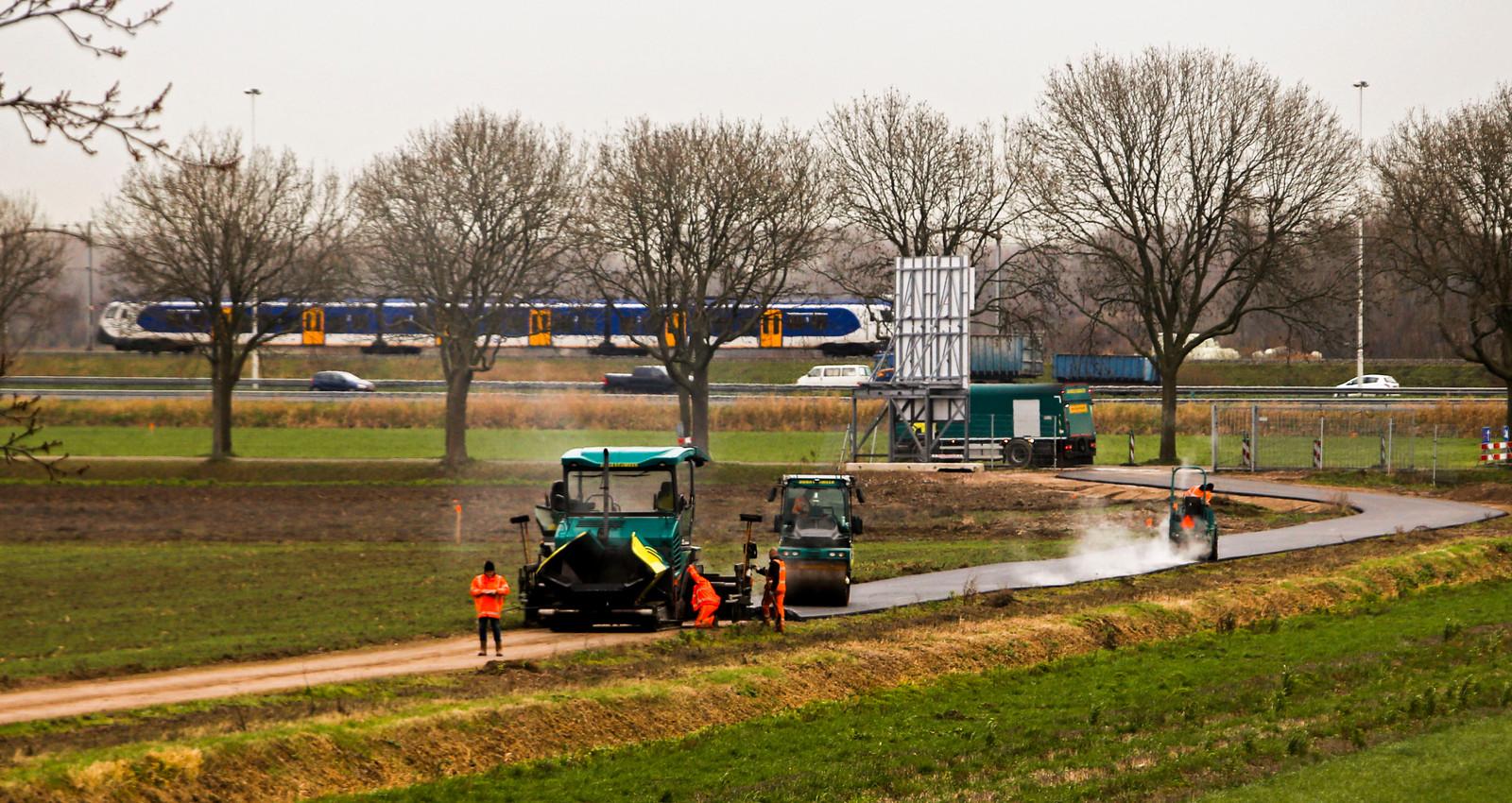 Begin dit jaar werd de eerste weg geasfalteerd van bedrijventerrein Dordtse Kil IV.