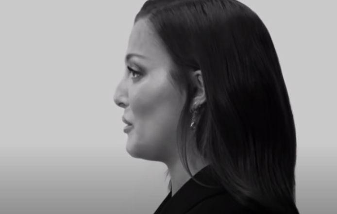 """Les larmes de Camille Lellouche dans le clip """"Mais je t'aime"""" étaient vraies."""