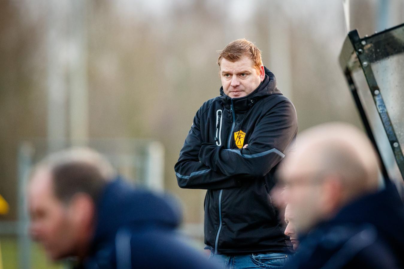 Trainer Wilko Niemer zoekt naar aanknopingspunten bij Alcides.