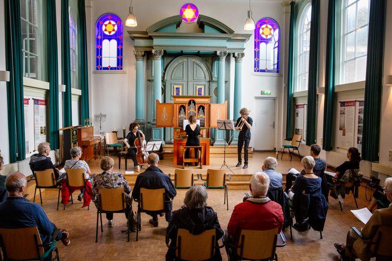 Festival Oude Muziek in de Synagoge in Delft. Met Matthijs van der Moolen (trombone), Anne-Linde Visser (cello) en Chloé de Guillebon (orgel).  Beeld Pauline Marie Niks