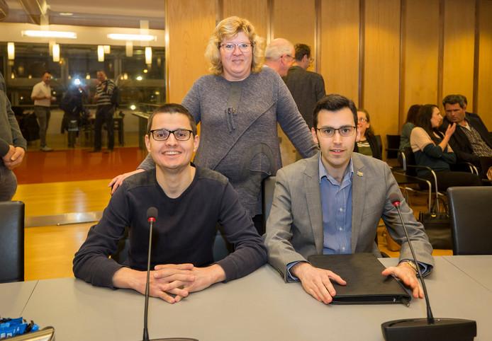 Het team van Nieuw Goes zat donderdag trots in de raadszaal: Onno van de Velde (links), Nelie Bliek (staand) en Vincent Mareels.