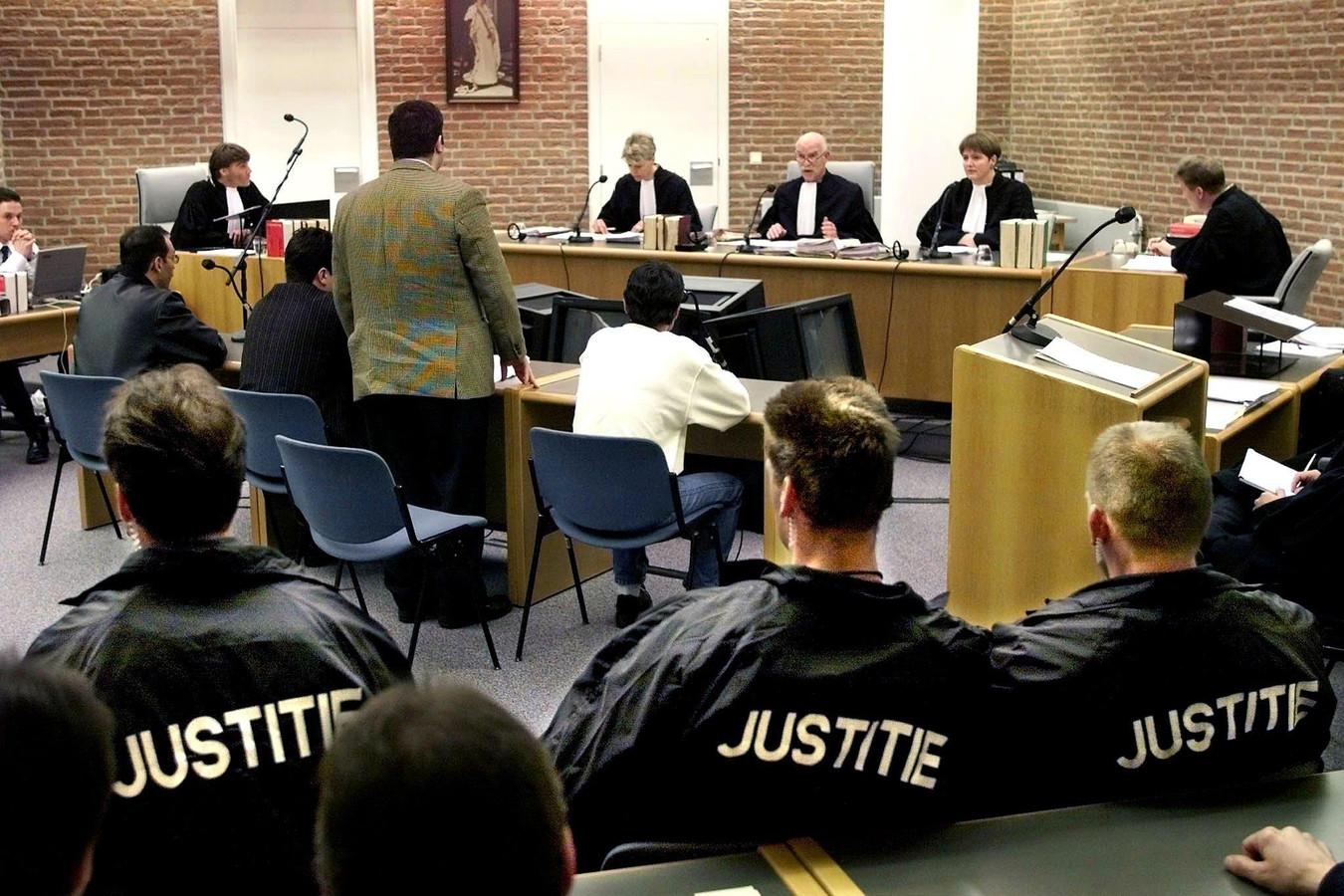 De daders in de rechtbank.