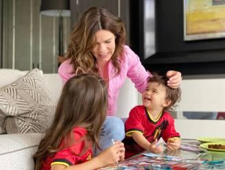 """Exclusief thuis bij... Beth Martínez (39) supportert met de kinderen vanop afstand voor de Rode Duivels: """"Ja, we zijn gelukkig in België. We zijn er 'thuis'"""""""