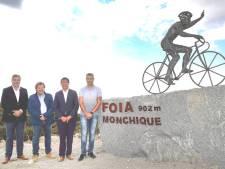 La statue de Remco Evenepoel... au sommet d'une montagne au Portugal