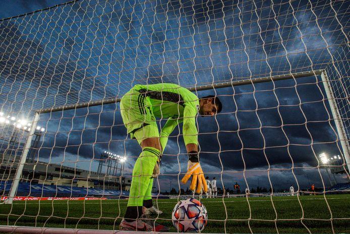 Courtois vist in Madrid een derde bal uit het net tegen Shakhtar Donetsk.
