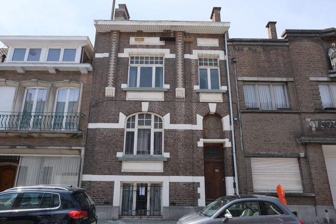 In dit gebouw in de Gendarmeriestraat in Vilvoorde zal de vzw Uit Het Niets vanaf zaterdag onderdak krijgen.