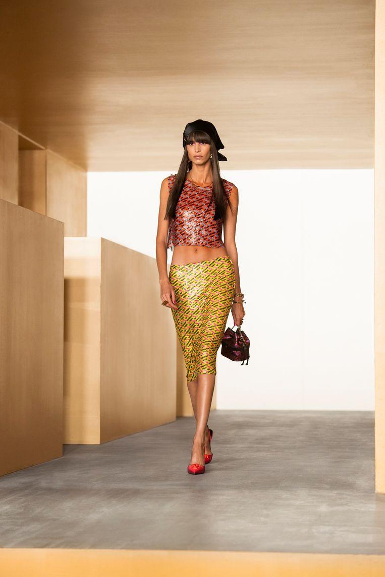 Kleurig en strak setje van Versace. Beeld Imaxtree