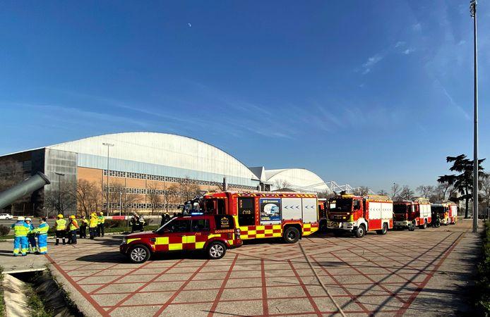 Op de luchthaven stonden brandweerwagens en ambulances paraat.