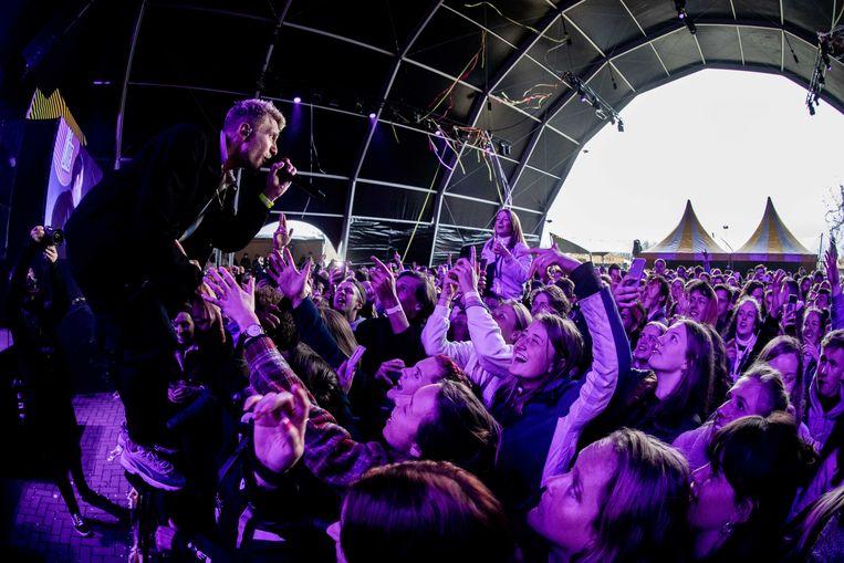 De Haarlemse band Chef'Special tijdens popfestival Back To Live. Het event valt onder een reeks van proefevenementen waarbij Fieldlab onderzoekt hoe grote evenementen veilig kunnen plaatsvinden in coronatijd. Beeld ANP
