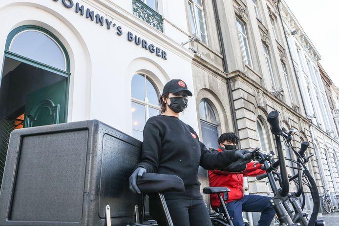 De eerste Belgische vestiging van Johnny's Burger zit op het Sint-Pietersplein in Gent.