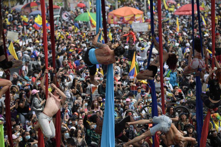 Een demonstratie in de Colombiaanse hoofdstad Bogotá tegen de regering van Iván Duque waarbij ook kunstenaars van zich laten horen. Beeld AFP
