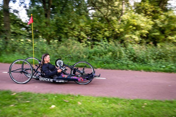Marjan van Deursen is op zoek naar een buddy om mee te doen met een triatlon.