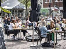 Nieuwe parkeerplek voor bestelbusjes Oldenzaalse horeca en tijdelijk grotere terrassen in Losser