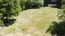 De gemeente Utrecht heeft cirkels gemaakt in het Julianapark. De cirkels zijn bedoeld om mensen te helpen bij het bewaren van anderhalve meter afstand.