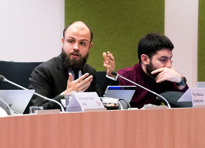Thijs Weistra aan het woord tijdens een debat over de Uithoflijn.