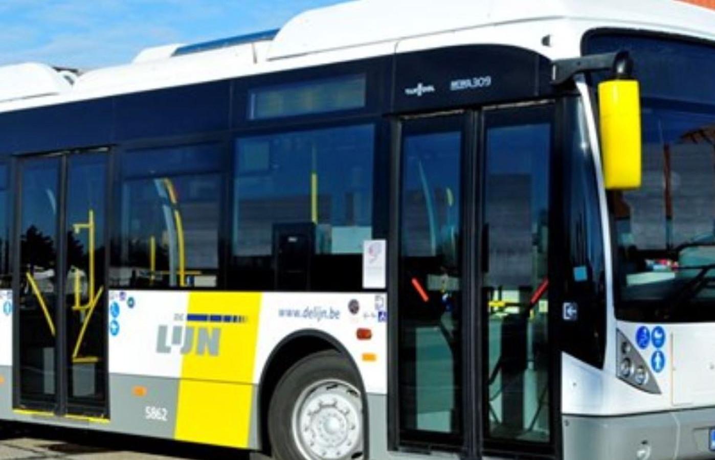 Een bus van De Lijn raakte beschadigd door het ongeval in Bissegem.