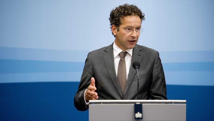 Minister van Financiën Jeroen Dijsselbloem ligt in perscentrum Nieuwspoort de toekomstige verkoop van ABN Amro toe.