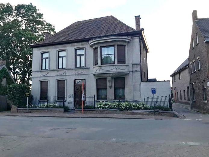 De voortuin van het burgerhuis in Hansebekedorp werd beschadigd.