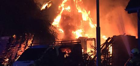 Woning in Vaassen brandt uit na explosie