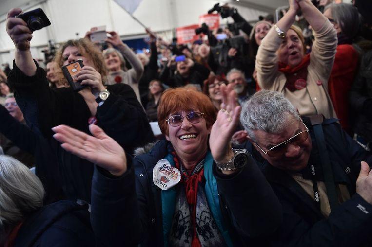 Syriza-aanhangers vieren de eerste uitslagen van de Griekse verkiezingen. Beeld afp