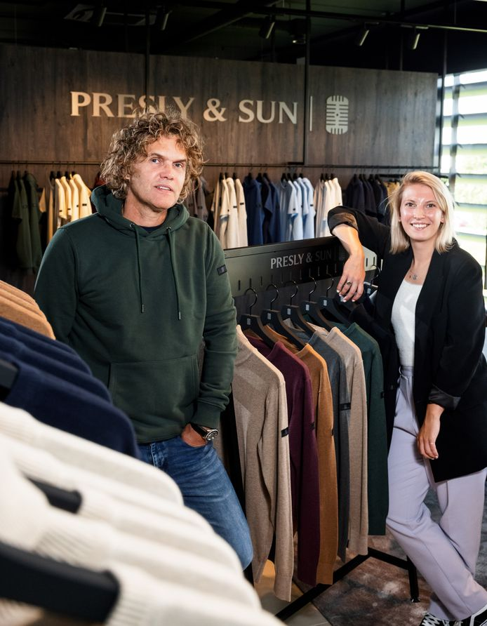 Erik van de Leur en Lisette van Geemen tussen een deel van de collectie van Presley & Sun.