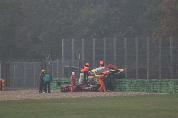 Boonen (uiterst links in beeld) crashte op het circuit in Assen.