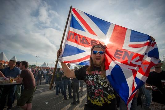 Fans bij stadion GelreDome in Arnhem voor het concert van Iron Maiden in 2016.