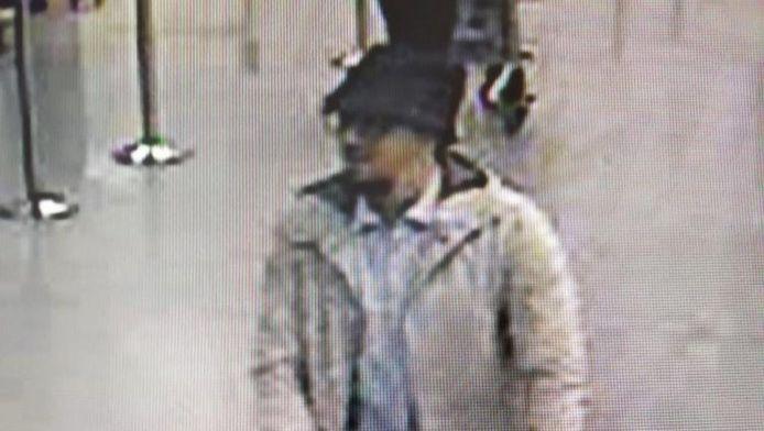 Dit is de man met het hoedje, een jihadstrijder met een dandy-achtige kledingstijl.