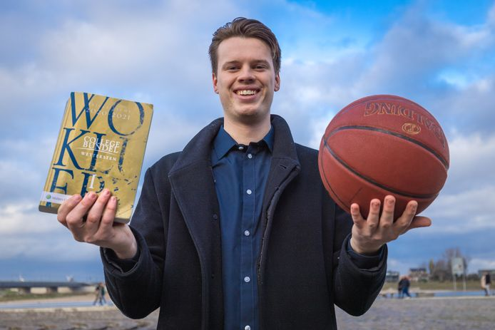 Lars Krooshof is gestopt met basketballen op hoog niveau. Hij koos voor zijn studie en maatschappelijke carriere. Lars Krooshof is gestopt met spelen voor de Dreamfields Dolphins. Kiezen tussen sport (basketbal) en studie/maatschappelijke carriere.