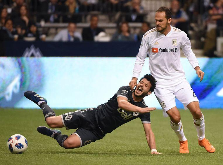 Marco Urena (r) in actie tegen de Vancouver Whitecaps.