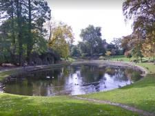Une mère plonge avec ses enfants dans un étang à Namur