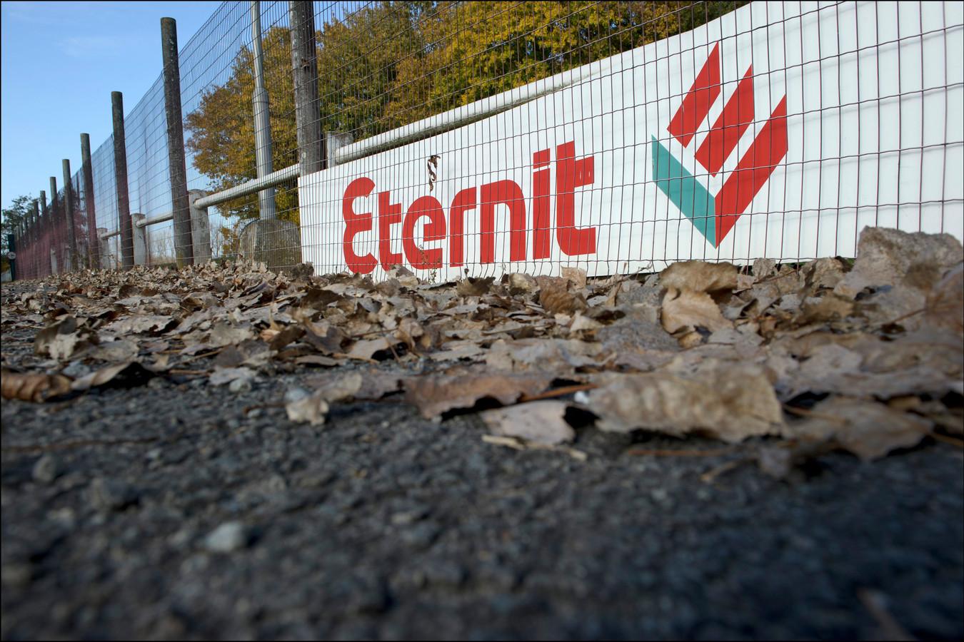 Asbest gevonden in bodem Kapelle-op-den-Bos bij de sporthal van Eternit, 2011.