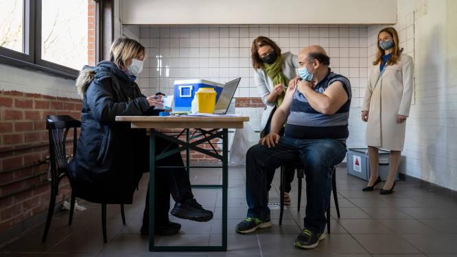 Mobiel vaccinatieteam bezoekt sociale kruidenier: 24 inwoners ingeënt tegen diverse ziekten