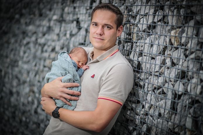 Centrumverdediger Martijn Hansen (KFC Diepenbeek) zal de aanvallers de eerstvolgende maanden niet op dezelfde wijze koesteren als zijn pasgeboren zoontje Vic.