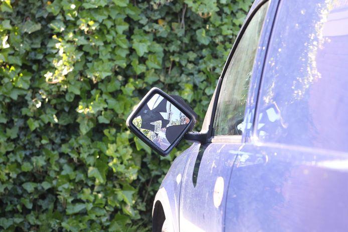 De bestuurder reed na het ongeval door met een kapotte spiegel