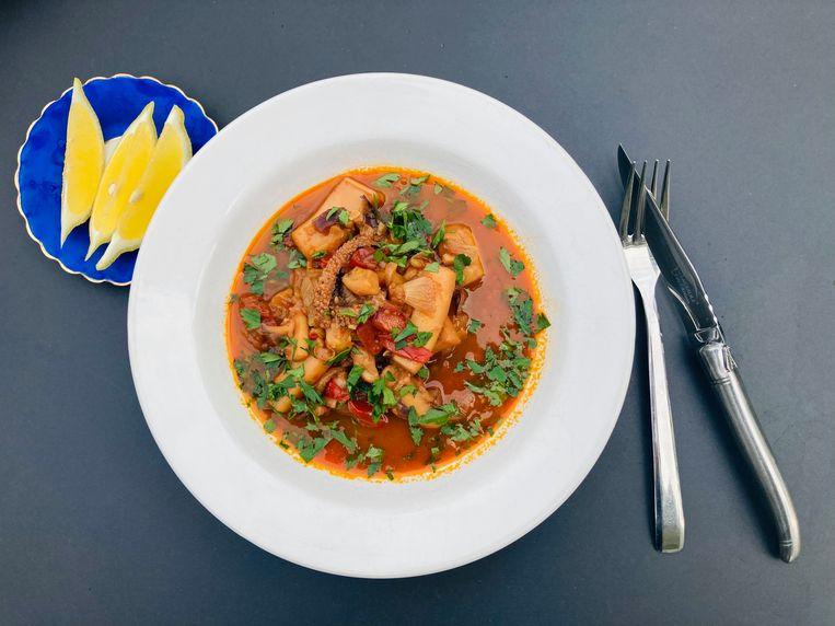 Zeekat met ui en tomaat. Beeld Marcus Huibers
