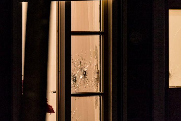 Een van de op zaterdag beschoten woningen in Breda.