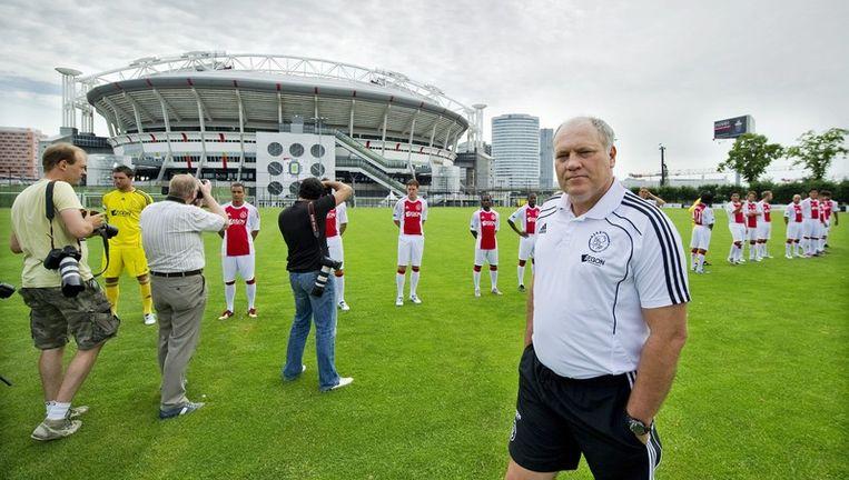 Jol woensdag op een veld naast de Amsterdam Arena bij het maken van de teamfoto's voor volgend seizoen. Foto EPA Beeld