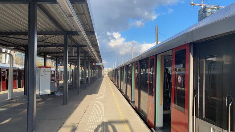 De metro bij Station Zuid. Beeld Laura Obdeijn