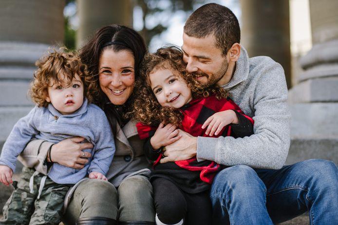 Deniz Kuypers met zijn gezin in San Francisco, zijn vrouw Elly, dochter (in de rode jas) heet Lyra en zoon Julian.