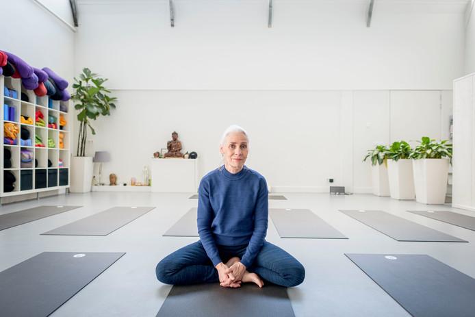 Henriëtte Oosten van Yoga Oosten gaat yogales voor mannen aanbieden.