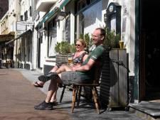Als caféhouder op je eigen terras zitten: mag dat?