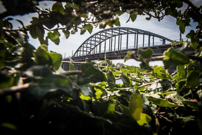 De John Frostbrug in Arnhem, 'de brug die Britse, Canadese Poolse en Amerikaanse strijdkrachten probeerden te veroveren - maar ze faalden'.