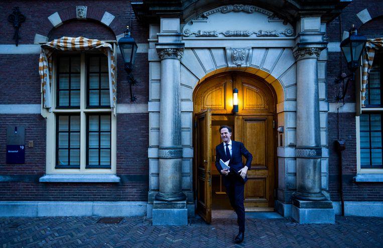 Mark Rutte (VVD) woensdag op weg naar zijn gesprek met informateur Herman Tjeenk Willink.  Beeld Freek van den Bergh / de Volkskrant